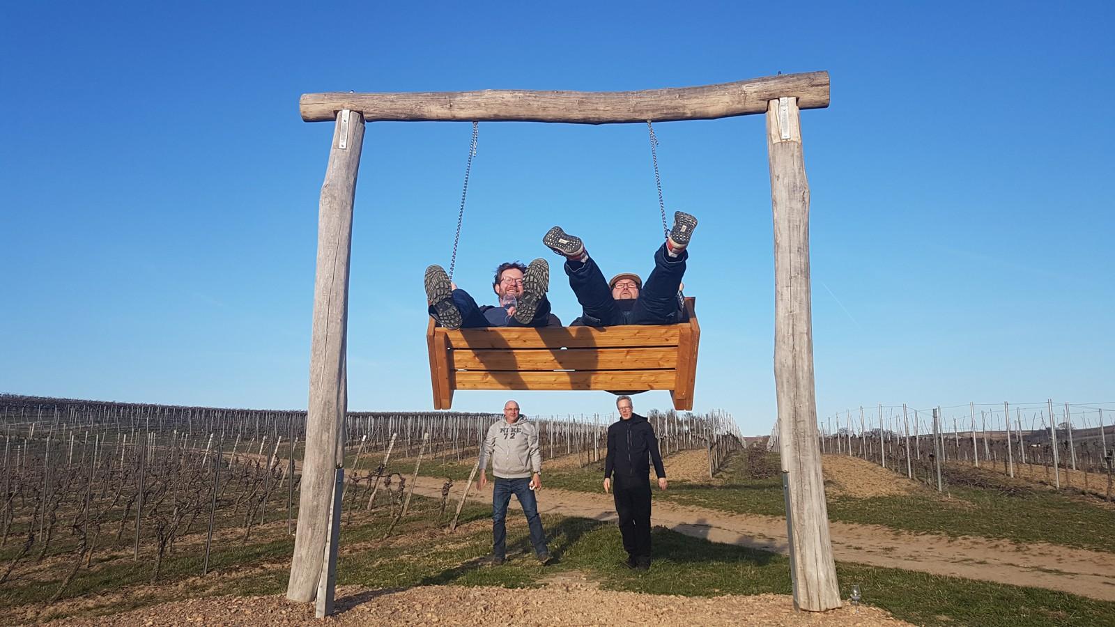 Weinbergsschaukel am Tisch des Weines in Horrweiler